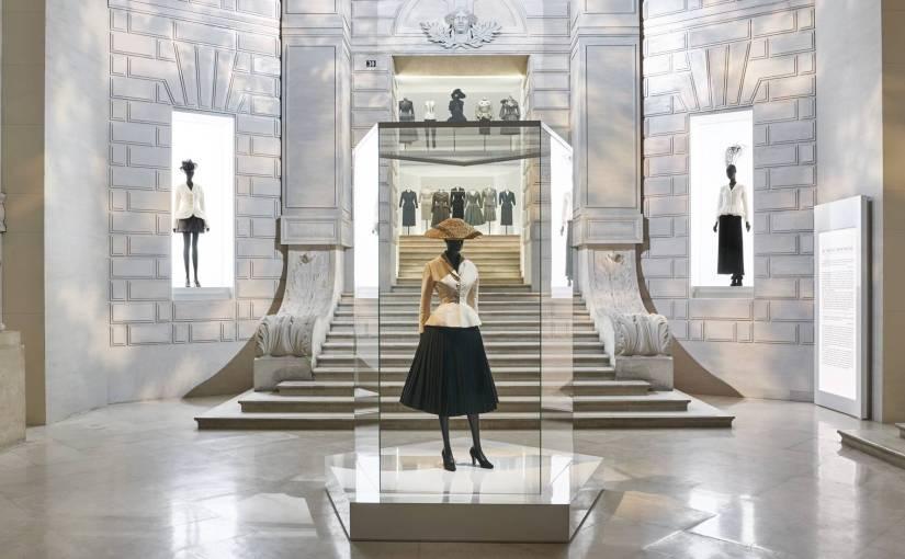 Magie et élégance : Dior aux Musées des arts décoratifs de Paris – On'(Sorb'on)